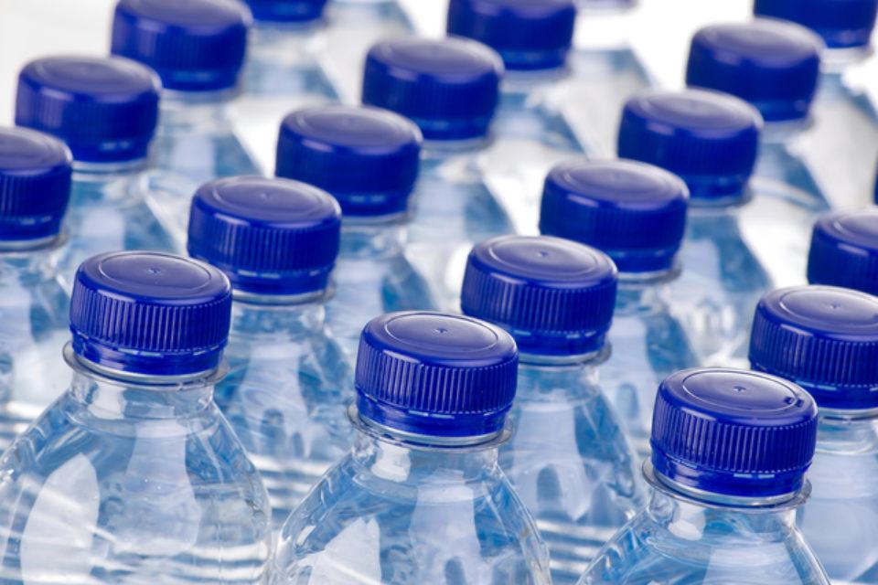 Федерацията на потребителите ще сезира прокуратурата за нарушения при бутилиране на минералната вода